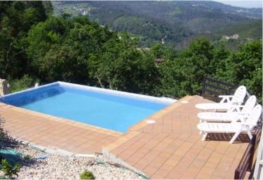 Casas rurales con piscina en ponte caldelas for Piscinas en pontevedra