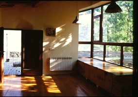 Sala compartida con ventanales