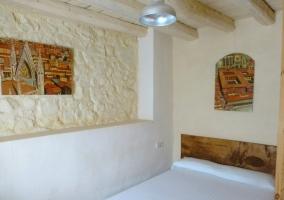 Dormitorio de matrimonio y cabecero de madera