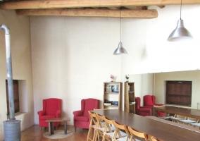 Sala de reuniones con chimenea
