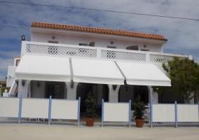 Amplios espacios exteriores del restaurante