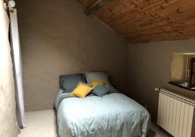 Dormitorio de matrimonio con detalles