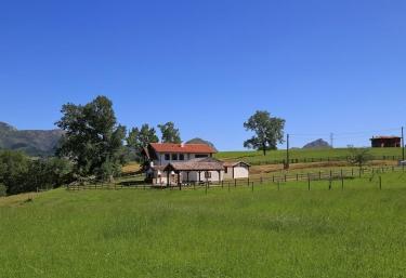La Maestra - Hueges, Asturias