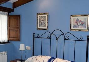 Dormitorio de matrimonio amplio en color azul