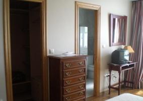 Dormitorio de matrimonio y aseo integrado
