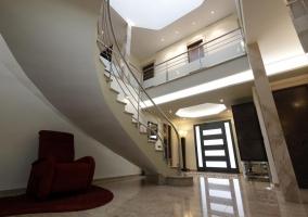 Entrada con vistas de las escaleras