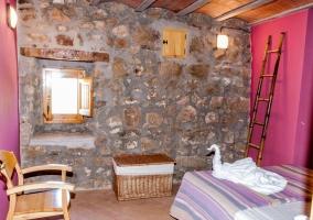 Dormitorio de matrimonio con tonos lilas