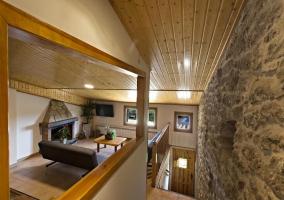Sala de estar en la planta alta abuhardillada