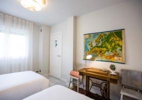 Dormitorio doble con armarios