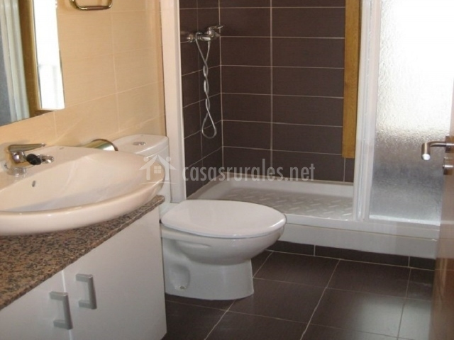 Apartamento allurkos i en uztarroz valle roncal navarra - Cuartos de bano con ducha ...