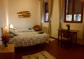 Dormitorio doble con escritorio