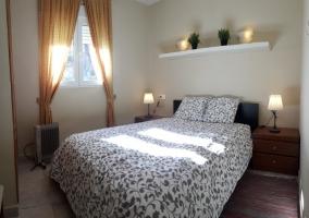 Dormitorio con litera y cama individual