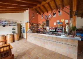 Restaurante con zona de bar