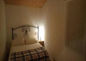 Dormitorio de matrimonio con mantas