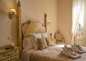Cuadra amplia con cama de matrimonio