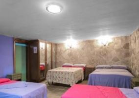 Dormitorio 6 con varias camas