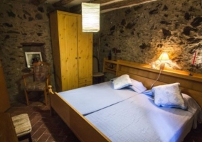 Dormitorio doble con sus camas juntas
