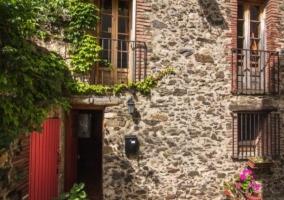 Vistas d la fachada en piedra