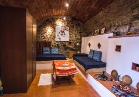 Sala de estar con paredes