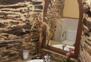 Aseo de la casa en piedra con detalles
