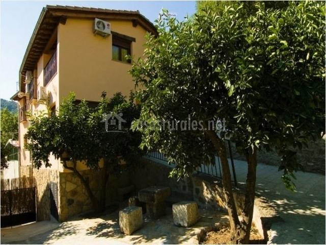 Los naranjos apartamentos rurales en jerte c ceres - Casas rurales en el jerte con piscina ...