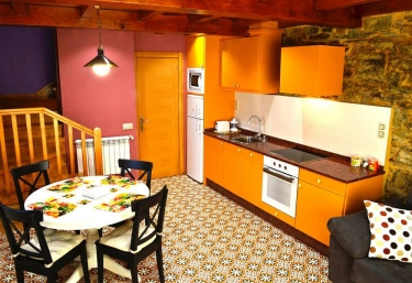 Rincón de Oscos cocina comedor de la casa