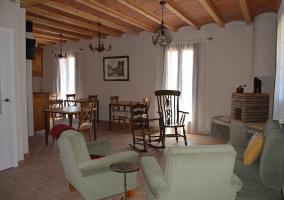 Sala de estar con espacio de comedor