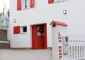 Vistas de la fachada lateral en rojo