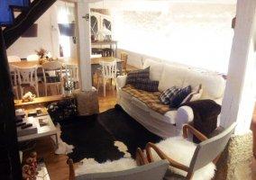 Sala de estar y vista del comedor