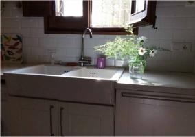Cocina de la casa en la primera planta con electrodomésticos