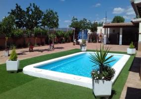 Amplios exteriores con la piscina
