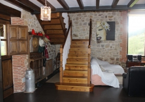 Entrada a la casa con vistas de las escaleras
