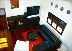 Sala de estar con chimenea visto desde arriba