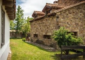 Vistas de la casa con jardines
