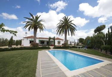 138 casas rurales con piscina en sevilla for Alquiler de casas con piscina en sevilla