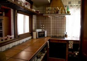 Cocina de la casa comunicada con la sala de estar