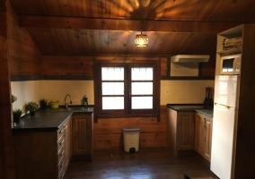 Cocina en madera de la casa