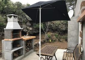 Acceso al alojamiento con porche y vistas