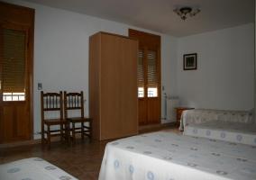 Dormitorio para 9 con varias camas individuales