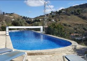 Amplio exterior con la piscina