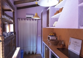 Cocina de la casa con menaje y detalles