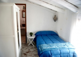 Bedroom in white and blue