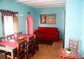 Sala de estar de la casa en color azul