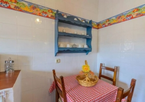 Kitchen and table auxiliary