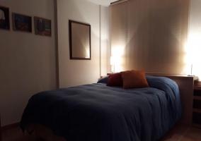 Dormitorio con luz tenue