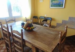 Comedor de la casa con mesa