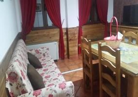 Todos los sofás son convertibles en cama para aumentan la capacidad del alojamiento