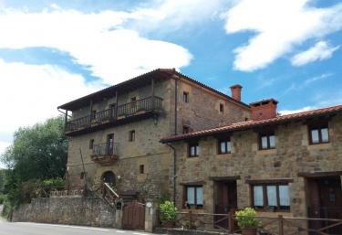 Fuente de Güelo - San Bartolome (Meruelo), Cantabria