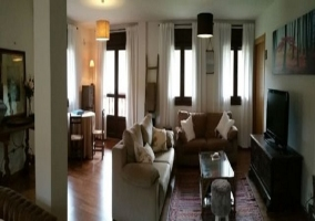 En el exterior se encuentran diversos muebles para confort de los inquilinos
