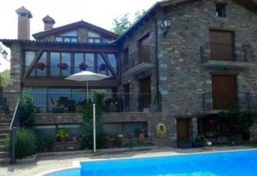 12 casas rurales con piscina en pirineo aragon s for Casas rurales con encanto y piscina